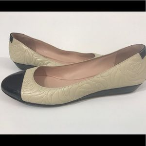 Taryn Rose flats slip on casual shoes size 10